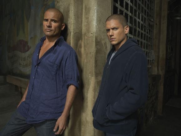 Michael Scofield va preso para poder liberar a su hermano, encarcelado injustamente.