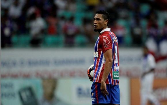 Hernane picó un penal para Bahía pero el arquero lo atajó sin problemas.