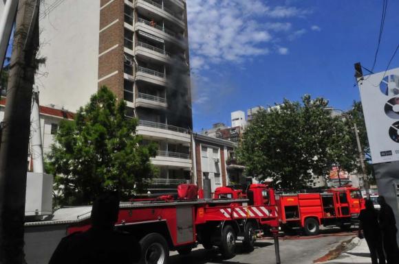Incendio en edificio de Pocitos. Foto: Francisco Flores