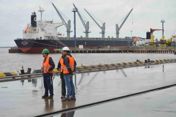 Por Nueva Palmira se exportan millones de dólares, pero la ciudad aún reclama obras. Foto: Daniel Rojas