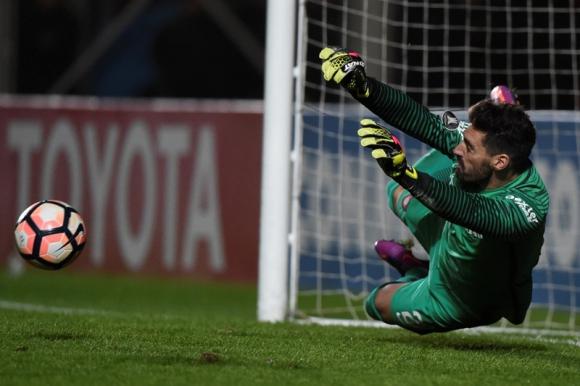 Nicolás Navarro fue el héroe de San Lorenzo en la noche de Libertadores. Foto: AFP