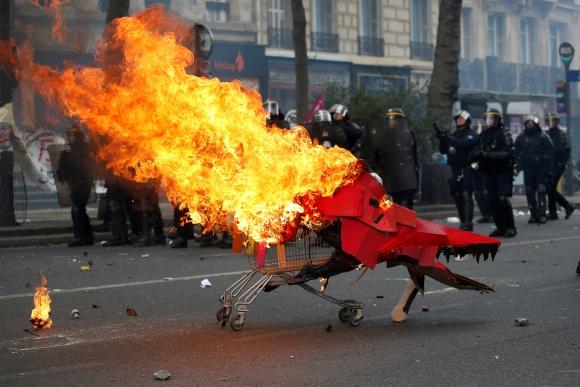 División y altercados marcaron los diversos actos sindicales en Francia. Foto: Reuters