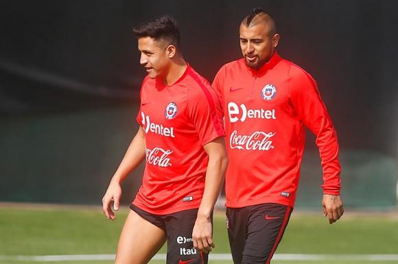 Alexis Sánchez y Arturo Vidal en la práctica de Chile. Foto: EFE