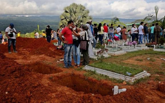 La avalancha en Colombia ya dejó casi 300 muertos. Foto: EFE