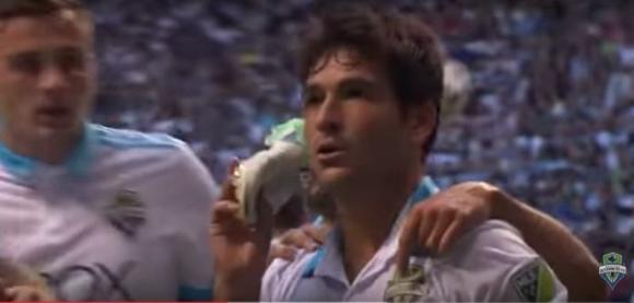 Nicolás Lodeiro con su habitual celebración tras convertir un gol. Foto: Captura