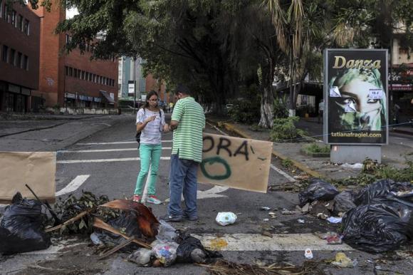 Durante el paro de 24 horas se realizaron barricadas como medida de protesta. Foto: EFE