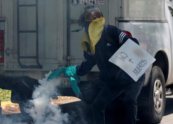 Estudiantes protestaron contra el gobierno de Nicolás Maduro. Foto: AFP