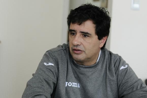 Marcelo Signorelli, técnico de la Selección uruguaya de básquet. (Foto: Darwin Borrelli).