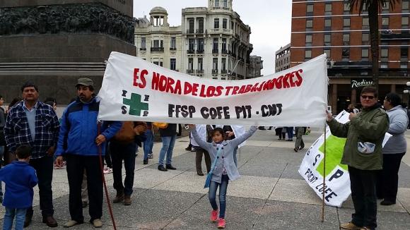 Movilización de funcionarios de la Salud. Foto: Ariel Colmegna