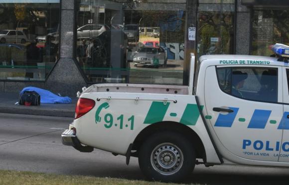 La Policía trabaja en el lugar del crimen. Foto: Ariel Colmegna