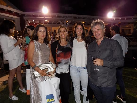 Olga Izaguirre de Reddig, Laura, Martina y Juan Touceda.