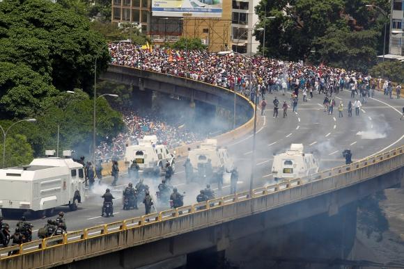 Disturbios en Venezuela tras la marcha opositora. Foto: REUTERS