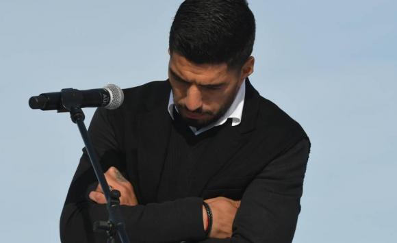 Luis Suárez estuvo en Los Céspedes para inaugurar la cancha que lo homenajea. Foto: Ariel Colmegna