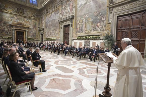 El Papa ayer con los líderes europeos. Foto: AFP