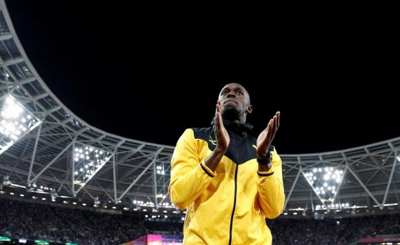Usain Bolt despidiéndose del público en el estadio Olímpico de Londres. Foto: Reuters