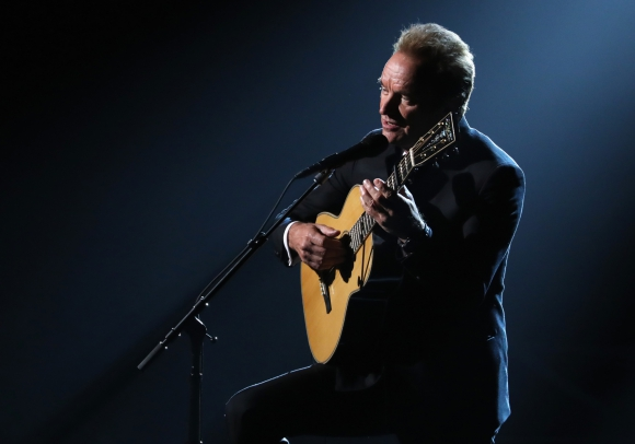 Sting interpretó una de las canciones nominadas.