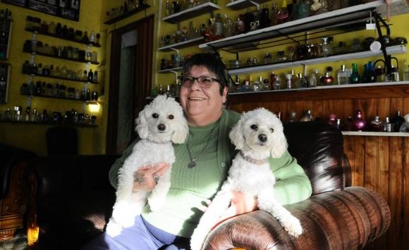 Nina. En la Villa ella es Antel: la oficina está en su casa desde hace 29 años y antes estuvo en lo de su tía. Foto: D. Borrelli.