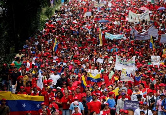 Oposición y partidarios de Maduro salen a las calles en el 19-A. Foto: Reuters
