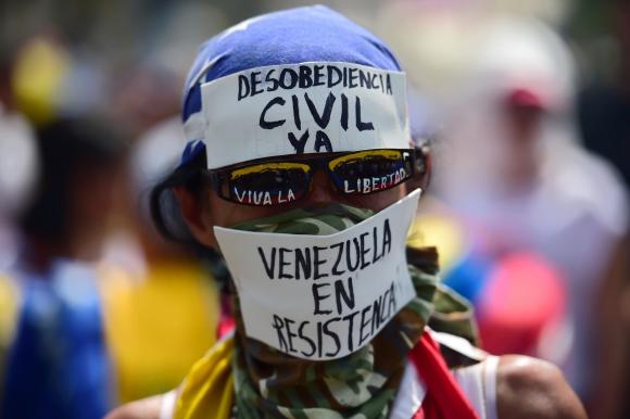 Oposición y partidarios de Maduro salen a las calles en el 19-A. Foto: AFP