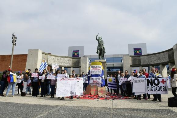 Venezolanos en Uruguay protestan en contra de la Constituyente. Foto: Marcelo Bonjour