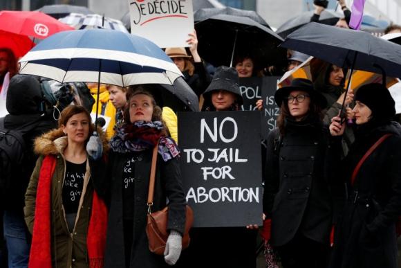 Manifestación por el Día Internacional de la Mujer frente a la sede de la UE en Bruselas. Foto: Reuters
