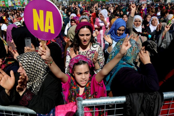 Manifestación por el Día de la Mujer en la zona kurda de Diyarbakir, Turquía. Foto: Reuters.