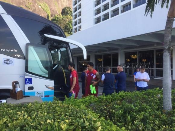 Nacional partiendo del hotel para el estadio José Bastos Padilha