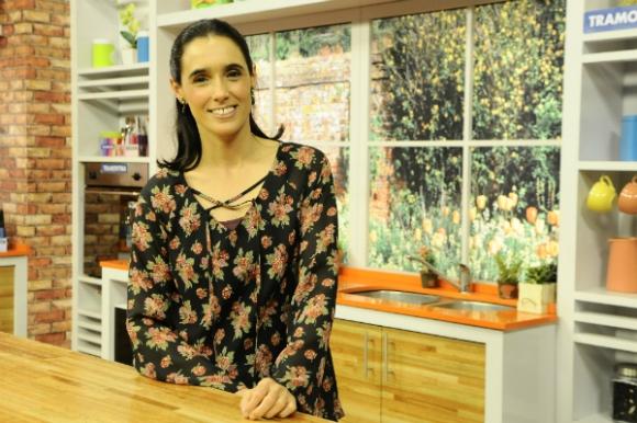 Catalina De Palleja está al frente de La receta, el programa que Canal 12 emite de lunes a viernes poco antes del mediodía