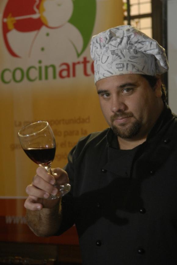 Marcelo Bornio cocinó en televisión abierta y condujo El gran chivito, por Pop TV.