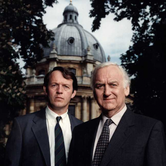 Lewis junto al Inspector Morse, una pareja que resuelve muchos crímenes.