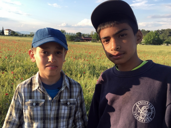 Tres historias de niños que escapan de la guerra buscando refugio.