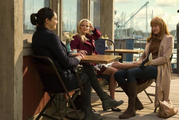 Sus amigas son Jane (Shaelene Woodley) y Madeline (Reese Whiterspoon).