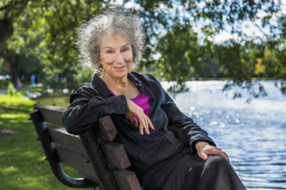 Margaret Atwood, además de  notable escritora una incansable activista.