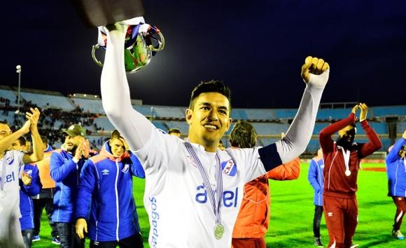 Diego Polenta con el trofeo del Torneo Intermedio. Foto: Gerardo Pérez