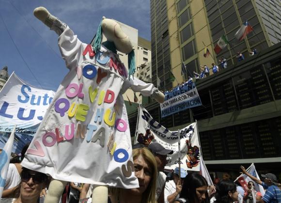 Protesta de docentes en Buenos Aires en el marco del paro de 48 hs. Foto: AFP