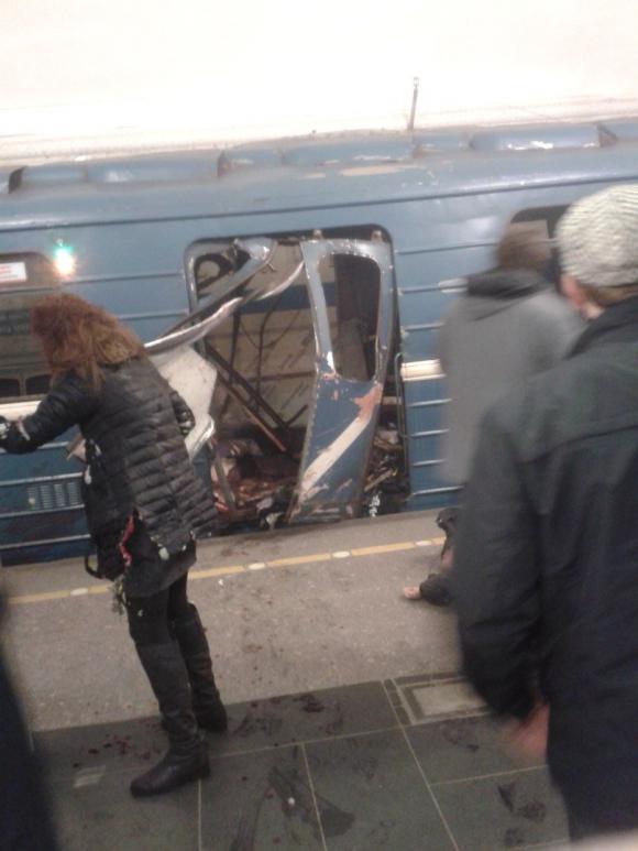 Explosión en el metro de Rusia. Foto: Twitter @mynameisphiIipp