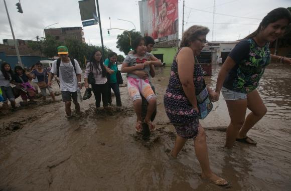 Las inundaciones y deslizamientos de lodo dejaron 170 heridos. Foto: Reuters