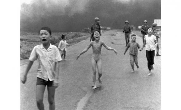 Nick Ut, El terror de la guerra, encuadre publicado, Vietnam, 1972. Foto AP/Nick Ut