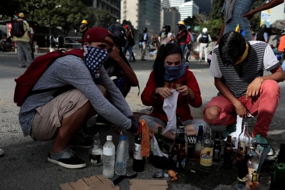 La oposición se manifestó ayer tras la instalación de la Constituyente. Foto: Reuters