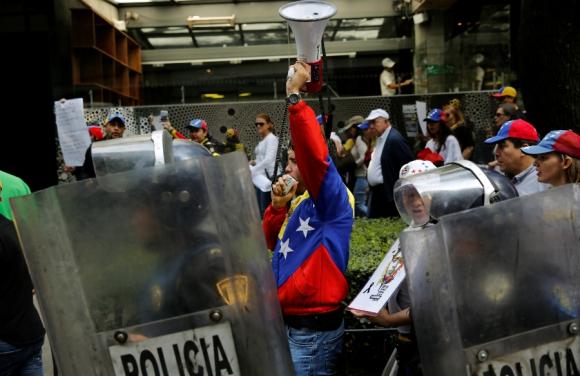 La jornada de votación estuvo marcada por violencia y muerte. Foto. Reuters
