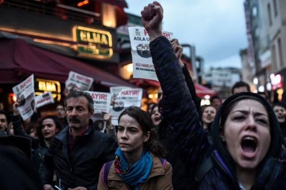 Partidarios del No a la reforma manifiestan contra un eventual fraude. Foto: Reuters