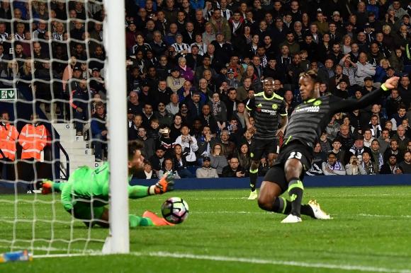 El gol de Michy Batshuayi que le dio el triunfo y la coronación al Chelsea. Foto: AFP