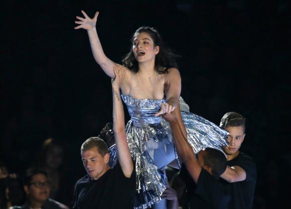 Lorde en vivo en los MTV VMAs. Foto: Reuters