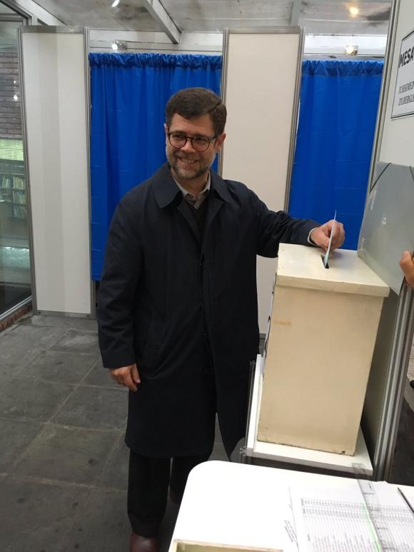 Álvaro Vázquez Delgado votando en SMU. Foto: Twitter SMU