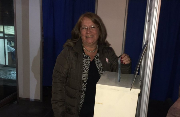 Vota la senadora Mónica Xavier. Foto: SMU