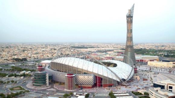 El estadio Khalifa de Doha se terminó cinco años antes de lo previsto. Foto Reuters