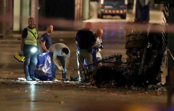 La policía técnica busca pistas que lleven a los autores del atentado. Foto: AFP