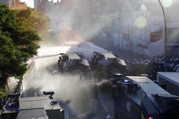 Miles de manifestantes contra la cumbre del G-20 salieron a protestar a las calles de Hamburgo. Foto: Reuters