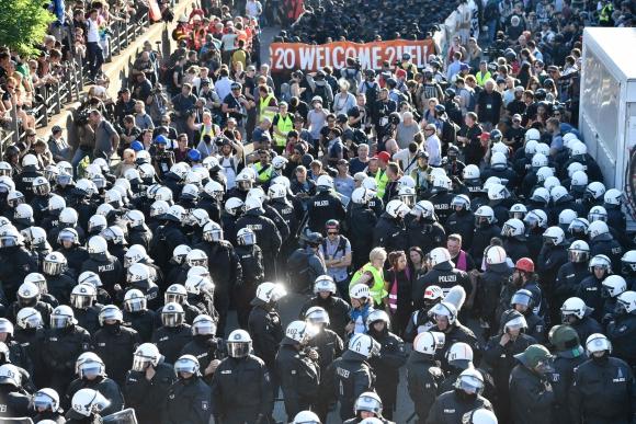 Miles de manifestantes contra la cumbre del G-20 salieron a protestar a las calles de Hamburgo. Foto: AFP