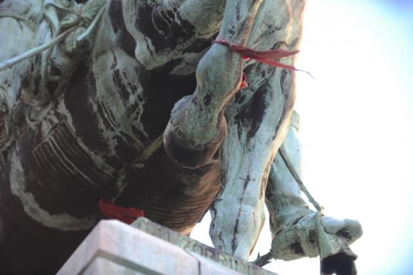 Monumentos de bronce continuarán deteriorándose (Monumento al Gaucho). Foto: Fernando Ponzetto